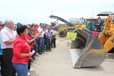 planta-del-asfalto-3-entrega-de-maquinarias