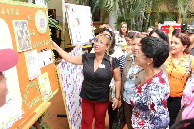 alcaldesa-ines-sifontes-exposicion-de-la-lactancia-materna1
