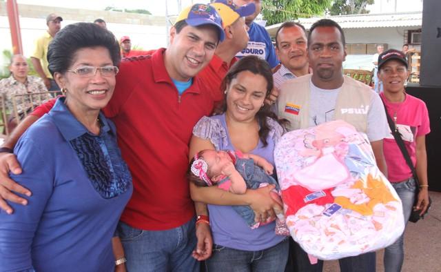 entrega-de-donativos-alacaldesa_guillermo-galindo