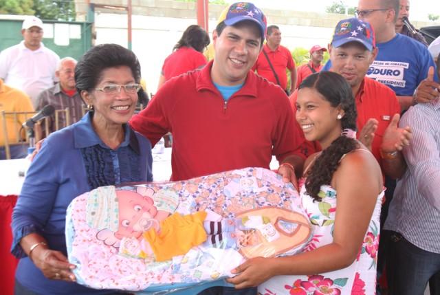 entrega-de-donativos-alcaldesa_guillermo