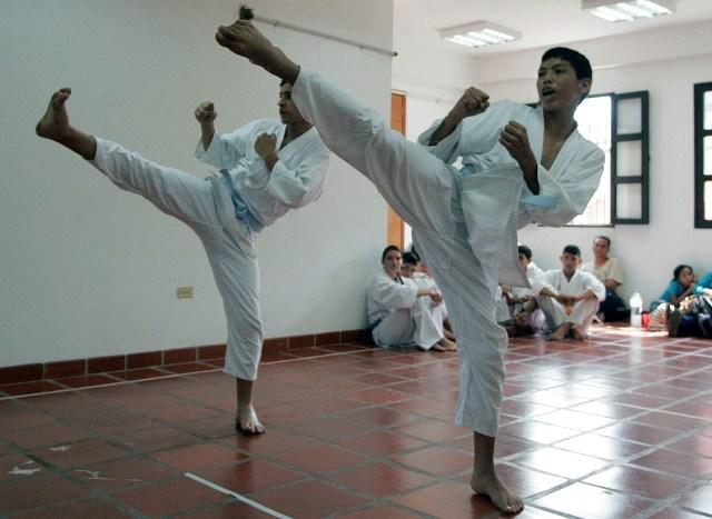 Reactivadas clases de bailoterapia y karate do en for Pisos asiaticas barcelona