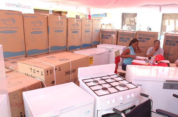 entrega-de-recursos-y-donaciones-a-diferentes-consejos-comunales_2