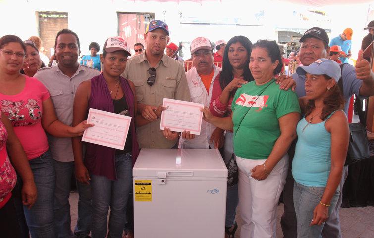 entrega-de-recursos-y-donaciones-a-diferentes-consejos-comunales_5