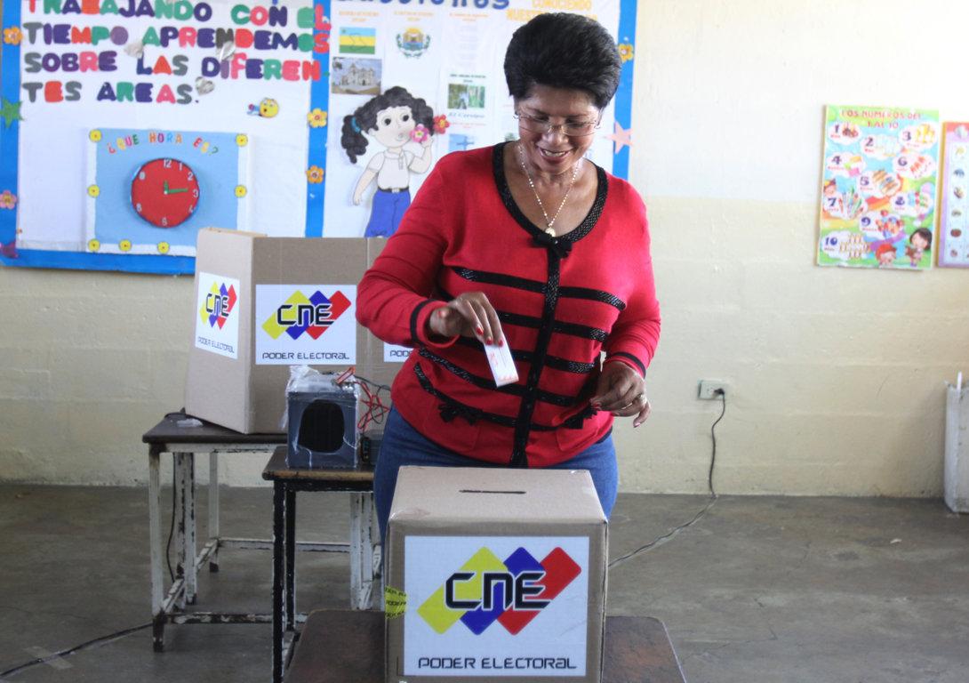 alcaldesa-vota-en-elecciones-presidenciales-2-fileminimizer