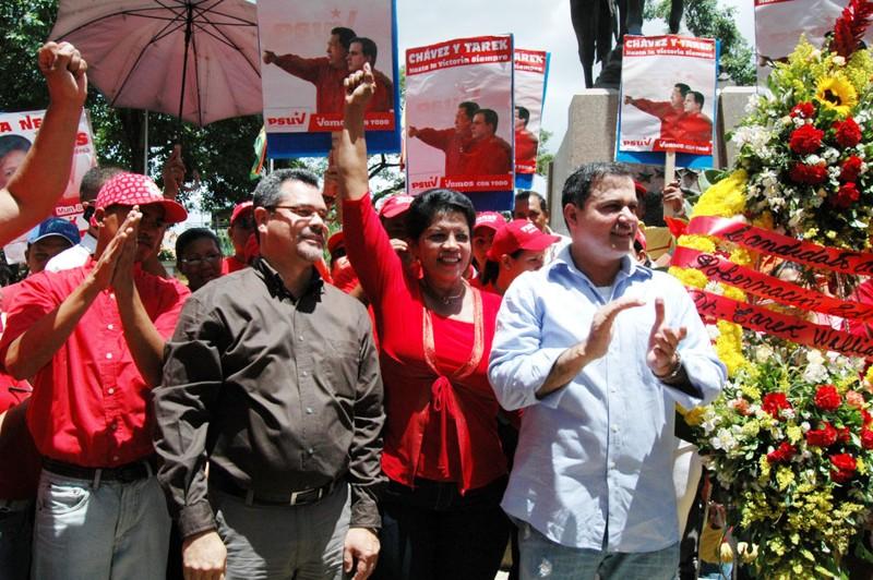 juramentacion-candidatos-del-psuv-en-la-plaza-bolivar-de-barcelona-23-9-08.jpg